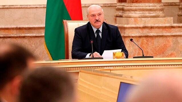 """Лукашенко отказался ехать в Польшу на 80-ю годовщину ВМВ, чтобы поддержать """"изгоя"""" Путина"""