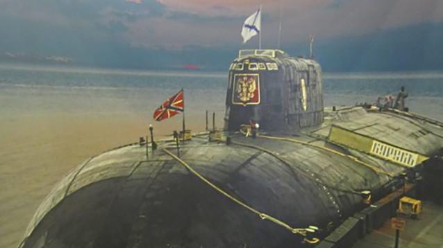 """В России почтили память подводников, погибших 19 лет назад на подводной лодке """"Курск"""""""