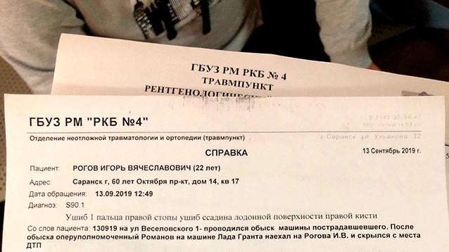 На активиста саранского штаба Навального наехал полицейский автомобиль во время обыска