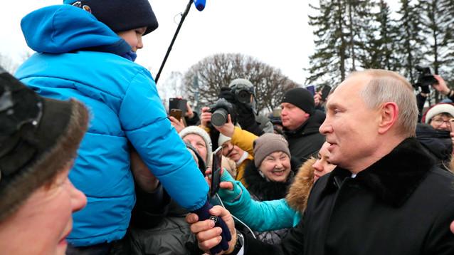 Облагодетельствованные Путиным ветераны попросили его пожизненно остаться у власти