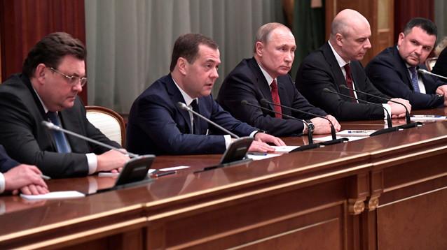 Медведев объявил, что правительство РФ уходит в отставку