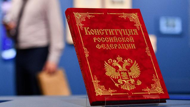 Окончательное решение о судьбе Бога в Конституции примет Путин