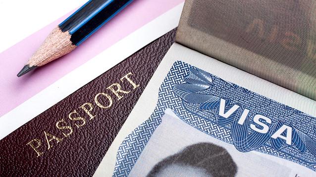 Госдеп США приостановил выдачу виз в большинстве стран мира