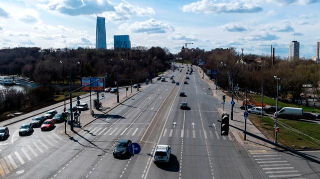 На въездах в Москву начали тормозить автомобили с иногородними номерами