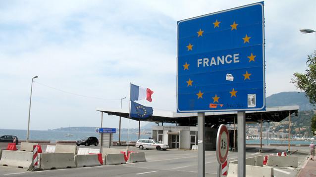 Границы стран Шенгенской зоны могут остаться на замке до осени, Макрон пессимистичен
