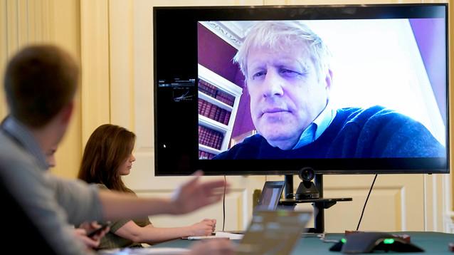 Премьер-министр Великобритании Борис Джонсон помещен в реанимацию из-за коронавируса