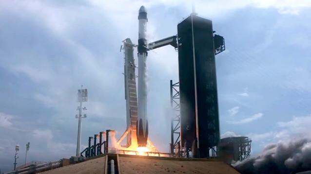 США запустили к МКС первый в истории частный космический корабль с экипажем (ФОТО, ВИДЕО)