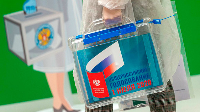 """Кремль проследит за явкой на голосование по """"обнулению"""" Путина с помощью QR-кодов и крупных компаний"""