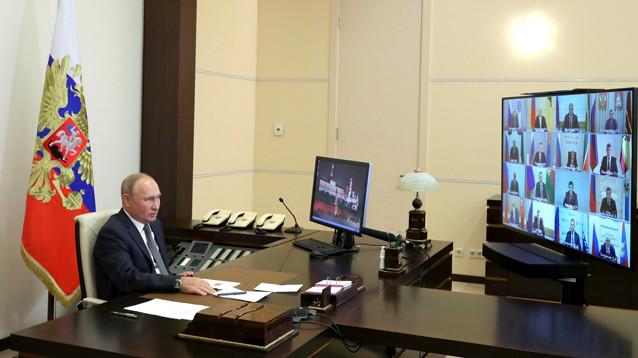 """На встрече Путина с главами субъектов РФ губернаторы полтора часа говорили президенту """"спасибо"""", многие по 5-6 раз"""