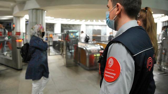 Ужесточение: в Москве пригрозили не пускать в транспорт без масок и перчаток