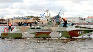 """Новейший противодиверсионный катер охраняет яхту """"подруги Путина"""""""