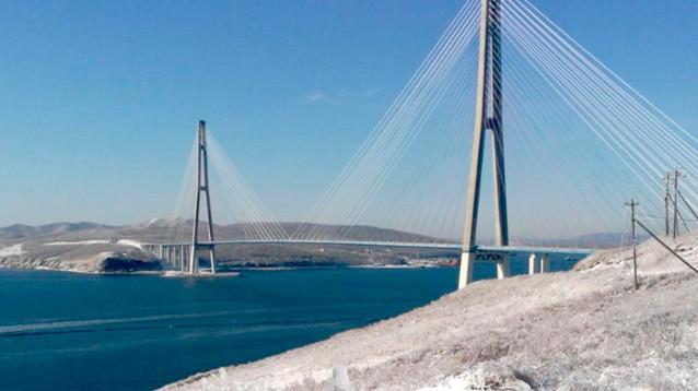 Обледенение моста отрезало остров Русский от материка. На паром очереди, в магазинах дефицит