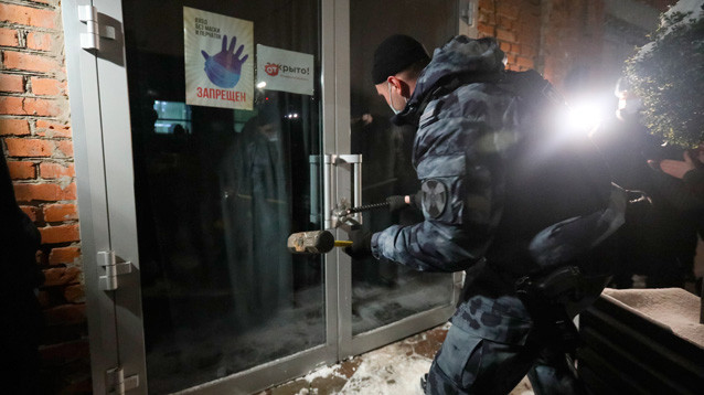 Тайные комнаты и запасные лифты: как московские бары обходят запреты на ночную работу